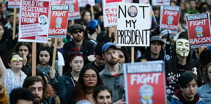 Thousands across the USA protest Trump victory