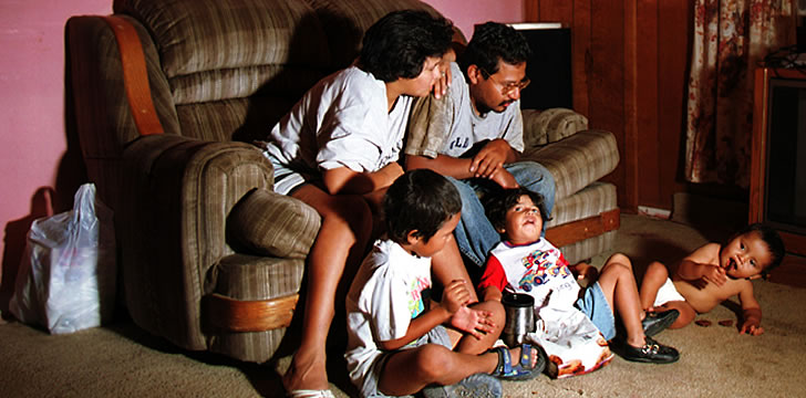 U.S. Latinos struggle to keep the next generation speaking Spanish at home